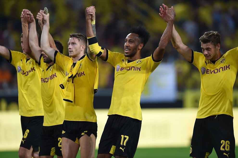 TIL NORGE? Borussia Dortmund, som her feirer avansement til Europa League-playoff etter 5-0 over Wolfsberger AC, kan møte et norsk lag på veien til gruppespillet. Fra høyre: Lukasz Piszczek, Pierre-Emerick Aubameyang, Marco Reus, Gonzalo Castro og Sven Bender.