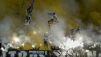 Brennhett Stockholm-derby avbrutt av supporterbråk foran begge omgangene