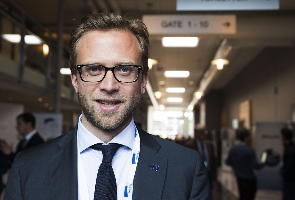<p>KUNNSKAPSLØST: Nikolai Astrup (H) mener at anti EØS-kampanjen fremmer påstander som ikke er riktig.</p>