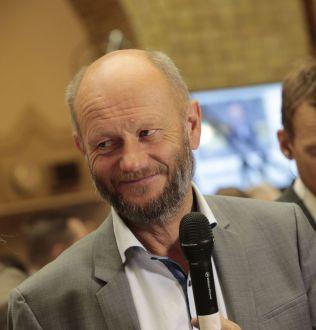 HJELPER NOAH: Stein Lier Hansen, toppsjef i Norsk Industri.