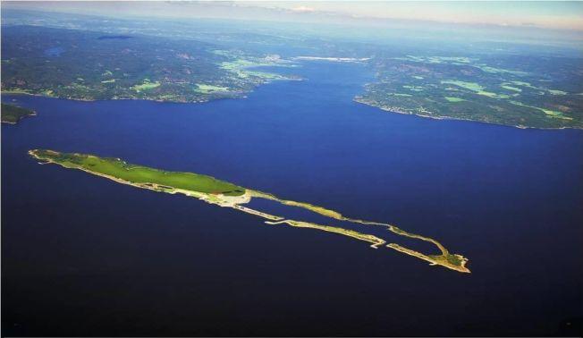<p>KAN BLI NATURPERLE: Slik mener NOAH at Langøya utenfor Holmestrand kan omformes til friområde etter at deponiet stenges. Næringsdepartementet ønsker å lagre radioaktivt materiale der.</p>
