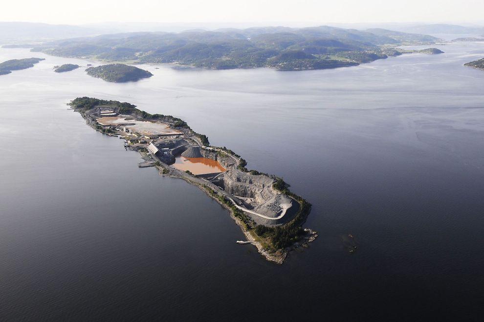 <p>DEPONI: Her på Langøya ønsker regjeringen å lagre radioaktivt avfall fra en nedlagt gruve i Telemark - mot eierens vilje.</p>