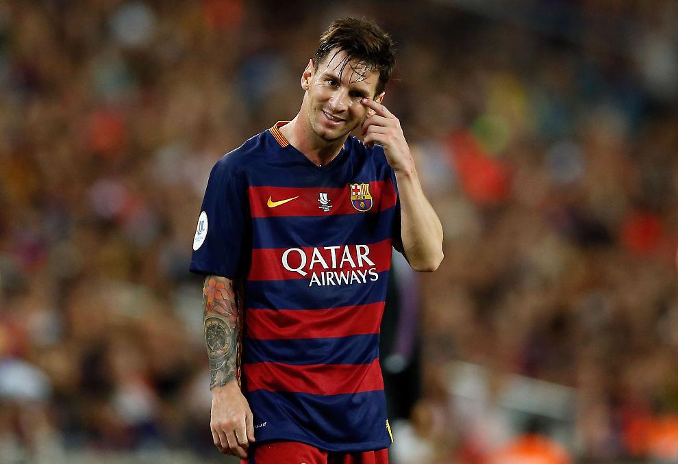 <p>MEKTIG PROFIL: Barcelonas Lionel Messi er verdens beste fotballspiller og Qatar Airways viktigste reklameprofil. Her er han under mandagens Supercup-finale mot Athletic fra Bilbao i en kamp som endte 1-1 (Athletic vant 5-1 sammenlagt).</p>