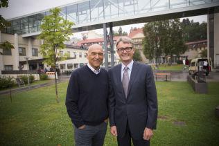 Aker-sjef Øyvind Eriksen og eiendomsutvikler Arthur Buchardt er begge tidligere kreftpasienter. Nå ønsker de å bygge et nytt klinikkbygg ved Radiumhospitalet som takk for at sykehuset ga dem livet tilbake.