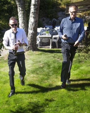 <p>HØYRE HÅND: Stefan Stray, til høyre, er aldri lagt unna Pushwagner. Stray plukket opp kunstneren fra rennesteinen. Foto: FRODE HANSEN</p>