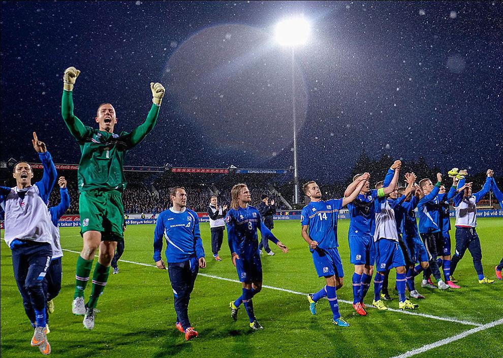 <p>EROBRERNE: Islands fotball-landslag er i ferd med å bli en fryktet motstander. Her feirer de etter 0-0 mot Kasakhstan, det poenget som trengtes for å gå til EM. Keeper Hannes Halldorson, Birkir Bjarnason med langt hår, Kari Arnason (med nummer 14) og Kolbeinn Sightorsson, som overtok kapteinsbindet da Aron Gunnarsson ble utvist.<br/></p>