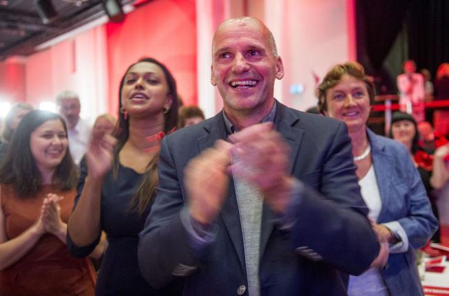 <p>JUBEL: Geir Lippestad under Arbeiderpartiets valgvake.<br/></p>