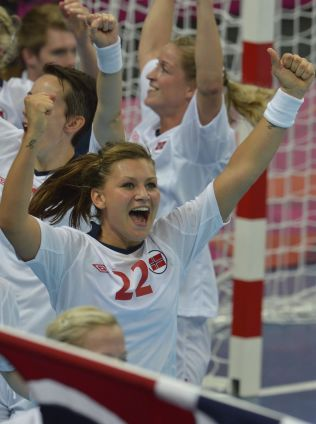 <p>KORT LYKKE: Amanda Kurtovic feirer OL-gullet i 2012. Bare fem dager senere fikk hun en alvorlig skulderskade.<br/></p>