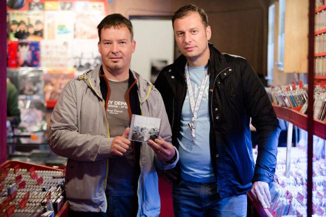 <p>A-HA-SAMLERNE: Enrico Schwabach (40) og Oliver Besser (45) fra Tyskland stikker innom platesjapper i Argentina for å finne nasjonale versjoner av a-Ha-musikk både på kassett, vinyl og CD som de ikke har fra før. Og de har en stor samling fra hele verden. Foto: ESKIL WIE FURUNES / VG</p>
