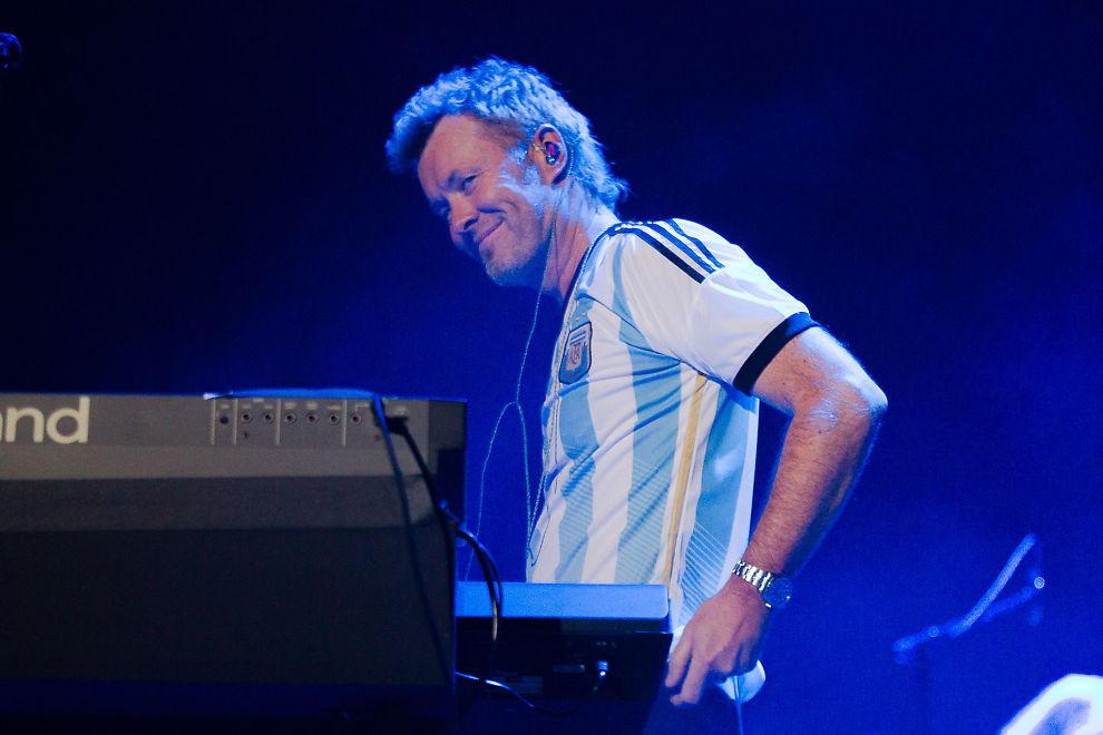 <p>FRIDDE TIL PUBLIKUM: Magne Furuholmen med Argentina-drakt med nummer ti på ryggen i Buenos Aires.<br/></p>