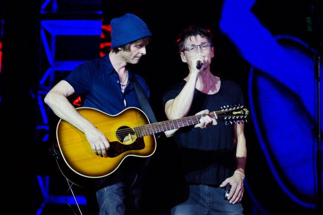 <p>COMEBACKET ET FAKTUM: Paul Waaktaar- Savoy og Morten Harket på scenen i Luna Park.<br/></p>