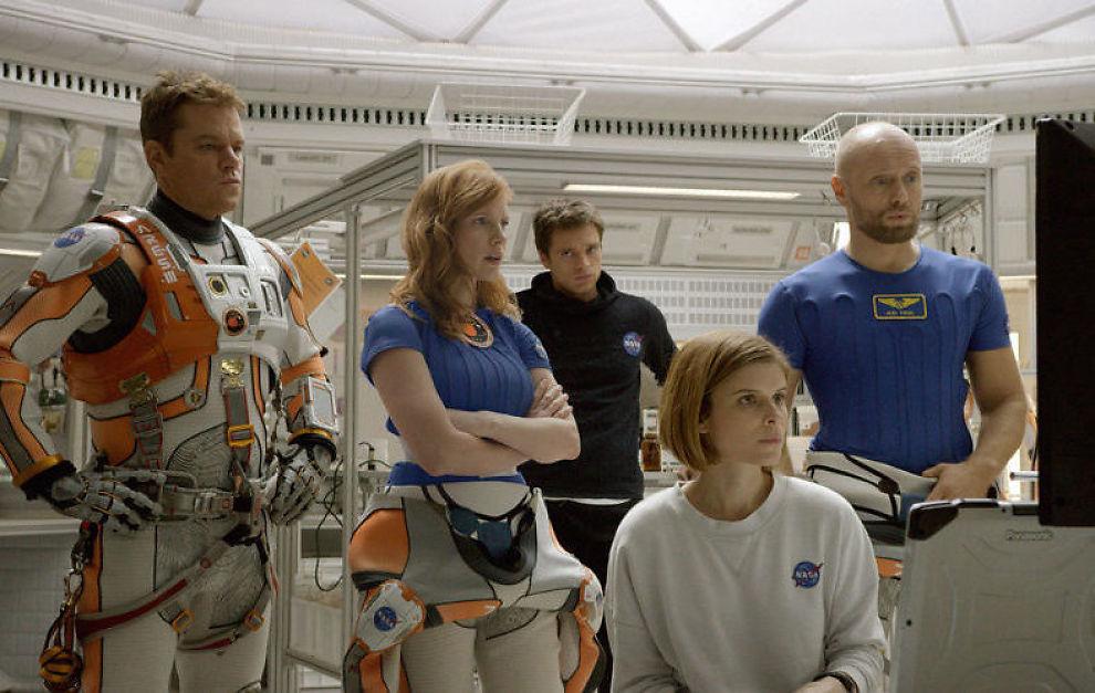 <p>STJERNER I ROMMET i «The Martian»: Fra v: Matt Damon, Jessica Chastain, Sebastian Stan, Kate Mara, Aksel Hennie.</p>
