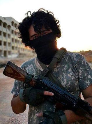 <p>LANGER UT MOT PUTIN: Instruktøren Abu Rafiq Mustafa sier han og andre fremmedkrigere er klare til krig mot Putin og Russland i Syria. FOTO: Privat</p>