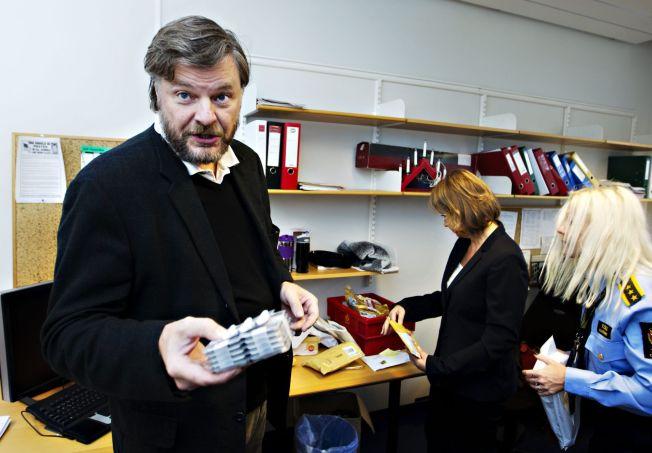 <p>REAGERER: Overlege Steinar Madsen i Legemiddelverket misliker at iboga blir brukt av alternative behandlere i Norge. Bildet er tat i forbindelse med en aksjon mot illegal legemiddelimport.<br/></p>
