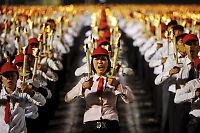 Militærparade i Nord-Korea: Gråtende kvinner og nytt atomvåpen