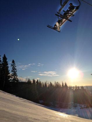 <p>BILLIGERE: Sesongkort blir svært mye billigere i Oslo vinterpark. Samtidig øker prisen på dagskort noe, og vil koste 400 kroner i år. Foto: MONA LANGSET<br/></p>