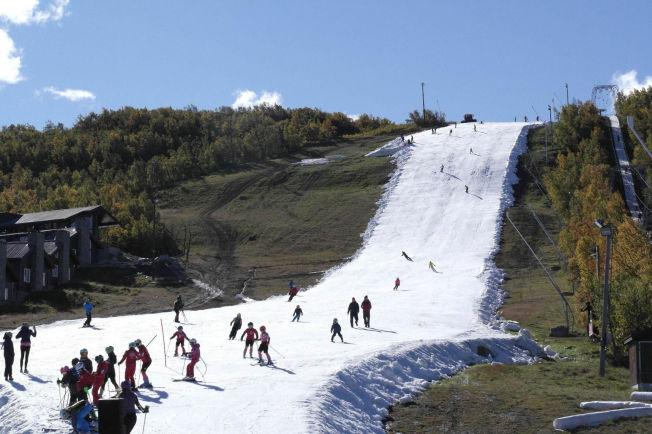<p>HØSTFERIESKI: Geilo startet skisesongen rekordtidlig, allerede i høstferien. FOTO: Helen Møgster / Geilo Holiday</p>