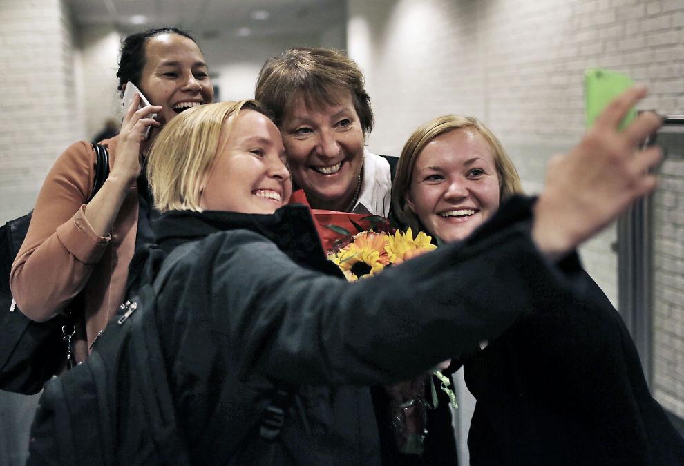 <p>SV-SELFIE: SV-veteran og påtroppende ordfører Marianne Borgen har lenge kjempet for mindre prøvepress, færre elevkartlegginger og mindre krav til dokumentasjon i Osloskolen. Her blir hun selv dokumentert med en SV-selfie av partivenner i Oslo.<br/></p>