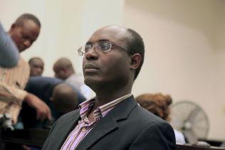 <p>ARRESTERT: Journalist Rafael Marques de Morais i retten i Luanda28 mai i år. Han ble idømt seks måneders fengsel for å ha fornærmet landets generaler ved å beskylde dem for brudd på meneskrettighetene.<br/></p>