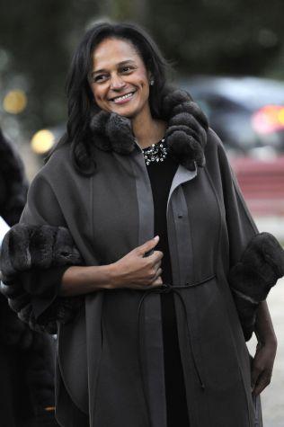 <p>AFRIKAS RIKESTE KVINNE: Isabel dos Santos er datter av presidenten, og Afrikas rikeste kvinne. Her kommer hun til en kunstutstilling i Porto , Portugal i fjor.</p>