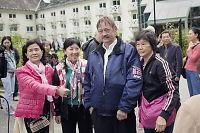 Olav (54) reddet 32 turister fra tunnelbrann - nå valfarter kinesere til bygda