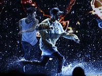 Justin Bieber takler visst vann på scenen likevel