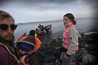 – Hjelpeorganisasjonene tar bilder av kvinner og barn, setter opp telt med logoen sin og drar igjen