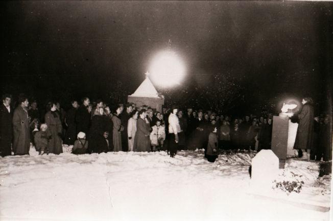 <p>5 DAGER SENERE: 7. november 1951 holdt kommunistene appell på kirkegården i Mo i Rana. Det sies at nesten like mange var der denne kvelden, som da opprøret fant sted fem dager tidligere.<br/></p>