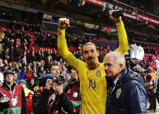 <p>WALK IN THE PARK: Zlatan Ibrahimovic jubler etter to mål mot Danmark i Parken.</p>