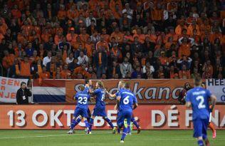 <p>VANT I NEDERLAND: Gylfi Sigurdsson har nettopp scoret på straffespark mot Nederland i Amsterdam 3. september. Island vant oppgjøret 1-0.</p>