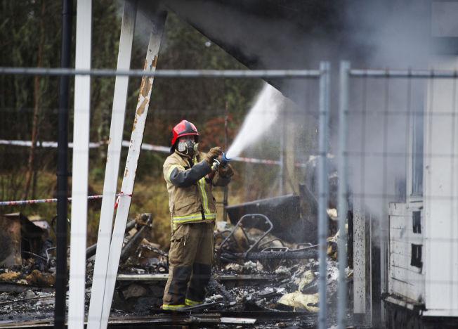 <p>BLE PÅTENT: To østeuropeere er siktet etter at det planlagte asylmottaket, Hotell Lune Huler i Lindås i Hordaland brant ned til grunnen for to uker siden.</p>