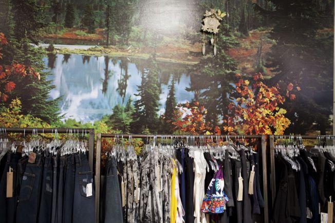 <p>BRUKT: I Kreuzberg kryr det av bruktbutikker for klær og møbler som denne i Bergmannstrasse.</p>