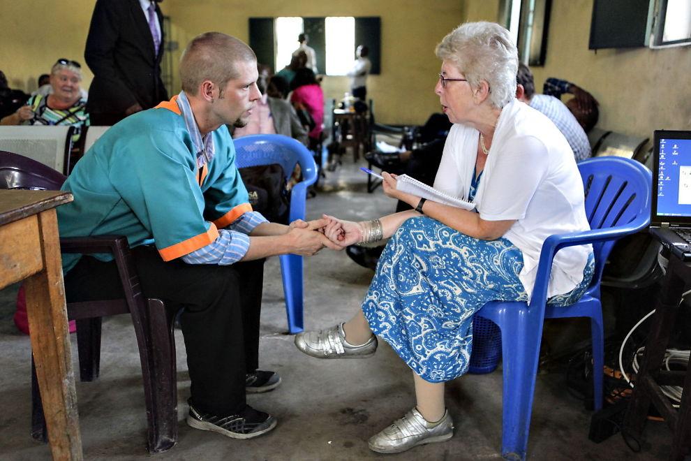 <p>SYK: Joshua French, her sammen med moren Kari Hilde under rettssaken for to år siden, skal ha blitt stadig dårligere de siste dagene. Foto: ENDRE ALSAKER-NØSTDAHL</p>