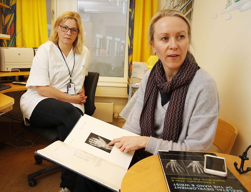<p>TO AV KRONIKKFORFATTERNE: De er kritiske til måten UDI avgjør om en asylsøker er under eller over 18 år på. Ellen Annexstad i Norsk Barnelegeforening (i hvitt) og leder Lil-Sofie Ording i Barnerøntgenforeningen.</p>