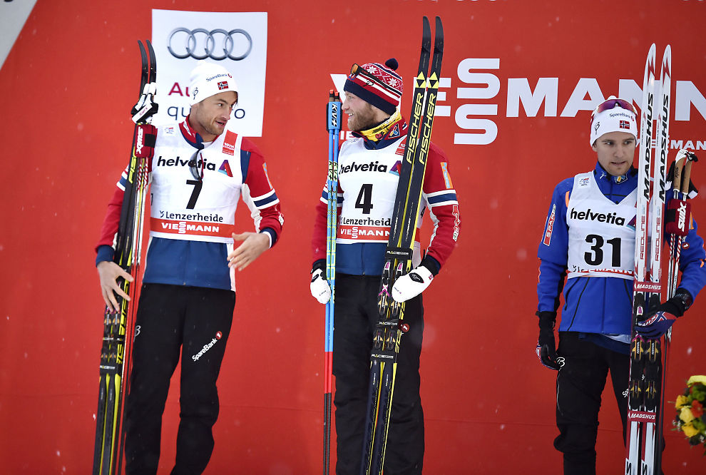 <p>EN, TO, TRE: Martin Johnsrud Sundby, Petter Northug og Didrik Tønseth etter lørdagens 30 kilometer.</p>