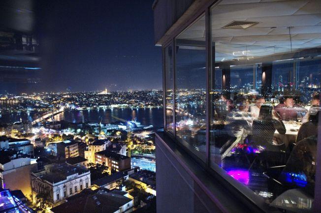<p>TOPP UTSIKT: Istanbul er også en fantastisk matby som tilbyr alt fra kebaber på gateplan til mer trendy restauranter med panoramautsikt.<br/></p>