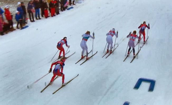 <p>SKØYTET? Therese Johaug (bakerst) under den klassiske sprintfinalen i Oberstdorf 5. januar 2016. Johaug måtte forklare seg for juryen om det som så ut som skøytetak under sprintfinalen.</p>
