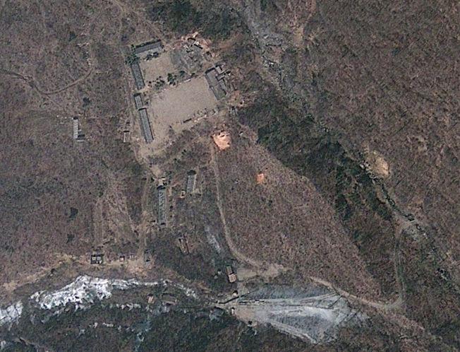 <p>BASE: Tidligere har Nord Korea trolig utført tre atomprøvesprengninger ved Punggye-ri, som her er avbildet på et satelittfoto fra april 2012.<br/></p>