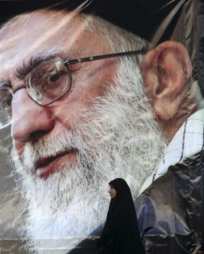<p>RELIGIØS LEDER: Ayatolla Ali Khamenei er politiker og åndlig leder i Iran.</p>