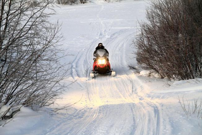 <p/><p>ISKALDT: Mikkel Mathis Hætta (30) på vei ut til reinflokken i - 42,5 grader</p>