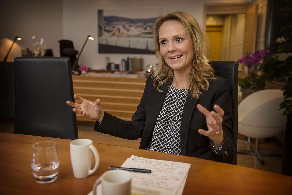 VIL PÅVIRKE IOC: Kulturminister Linda Hofstad Helleland snakker i dette intervjuet med VG om sine visjoner for norsk idrett. Her er hun på sitt nye kontor i Akersgata denne uken.