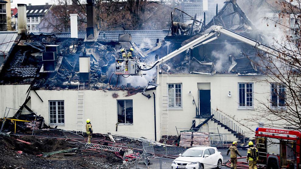 <p>OMFATTENDE SKADER: Nedre Foss Gård fikk store skader etter brannnen, men etter befaringen onsdag er Byantikvaren optimistisk i forhold til oppbygging av tomten.</p>