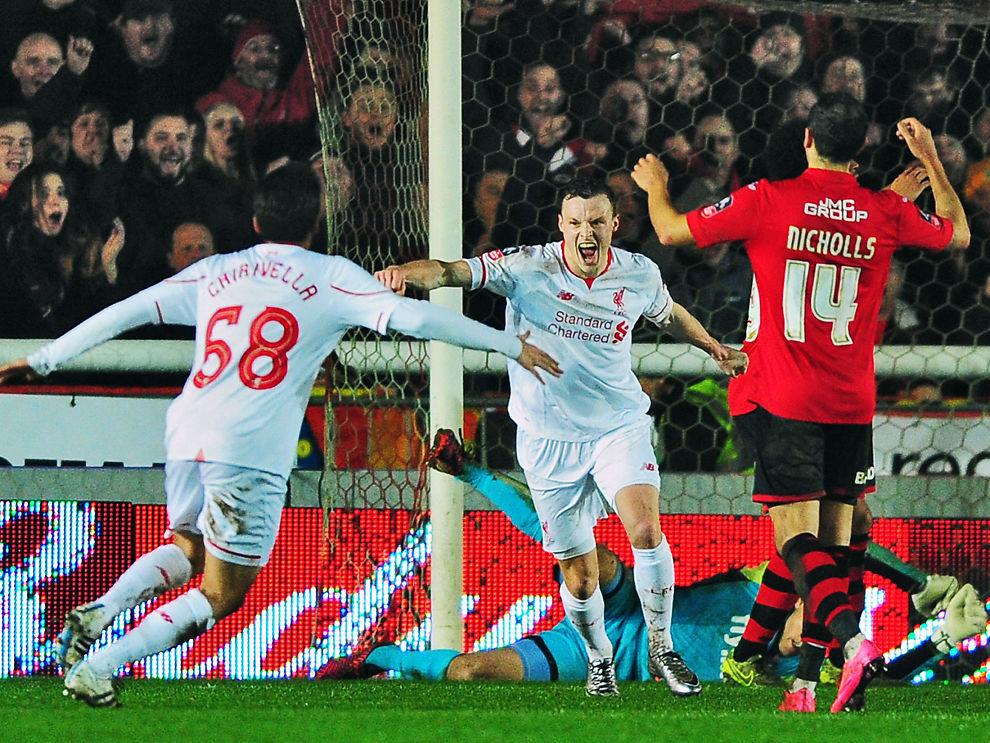 <p>REDNINGSMANN: Brad Smith jubler etter 2-2-målet mot Exeter i FA-cupen. Nå skal lagene møtes på Anfield.<i><br/></i></p>