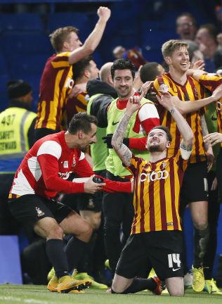 <p>ELLEVILL JUBEL: Bradford-spillerne sjokkerte en hel fotballverden da de slo Chelsea ut av FA-cupen forrige sesong.<br/></p>
