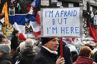 Ettårsmarkering for Paris-terroren: «Jeg er redd, men jeg er her»