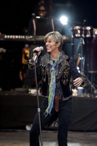 <p>LOT SEG IKKE STOPPE: David Bowie var slett ikke langsint i Frognerbadet. Han spilte en halvtime lenger enn planlagt, sier Jørgen Roll.</p>