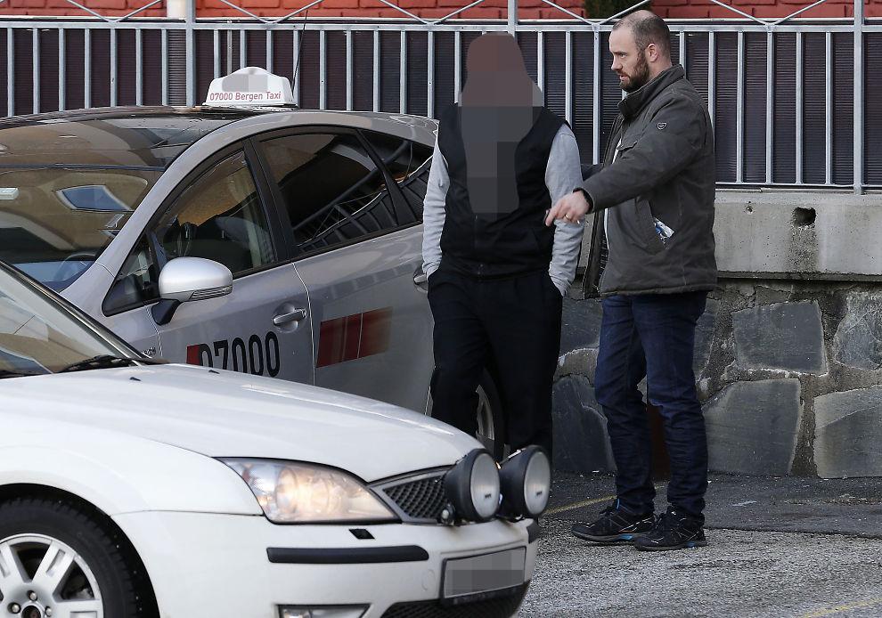 <p/><p>HER BLIR HAN PÅGREPET: 5. januar ble drosjesjåføren pågrepet av politiet i Bergen. Han er siktet for å ha forgrepet seg seksuelt på et barn han jevnlig transporterte til en spesialskole i Bergen.</p>