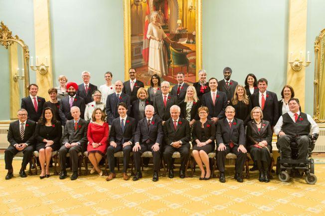 <p>SPESIELL REGJERING: Regjeringen til nyvalgte statsminister Justin Trudeau i Canada, vakte oppsikt med sin 50/50 fordeling av kvinner og menn, og ministre som tilhører forskjellige religioner og etnisiteter. Canada har besluttet å bare ta i mot kvinner, barn og familier som asylsøkere i år.<br/></p>