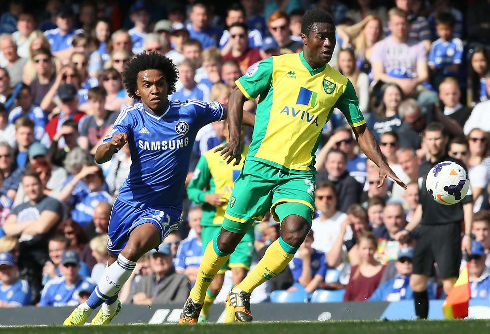 <p>MÅLTYV: Alexander Tettey scoret to Norwich-mål i jule -og nyttårsprogrammet. Her med Chelseas Willian i hælene i 2014.</p>