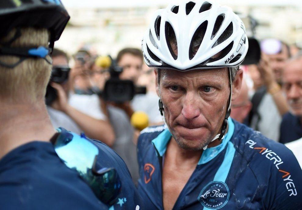HOBBYGOLFER: Lance Armstrong nektes selv å delta i lokal triatlonkonkurranser etter å ha blitt livstidsutestengt fra all idrett. Her er han i Frankrike i sommer.
